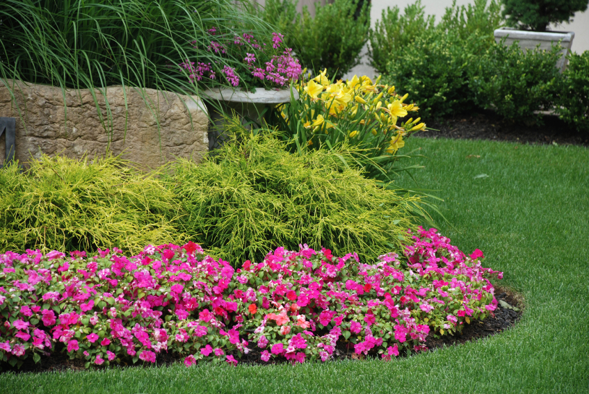 How to make a flower bed diy projects lawn and garden for Perennial garden design
